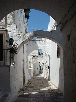 Ostuni, an alley, by Ingo Kuebler